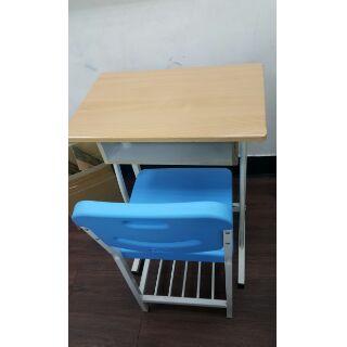 補習班課桌椅