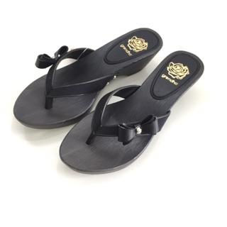 Grendha 巴西尺寸33/34,35,36,37,38(可愛蝶結仿木 中跟夾腳厚底拖鞋-黑色)
