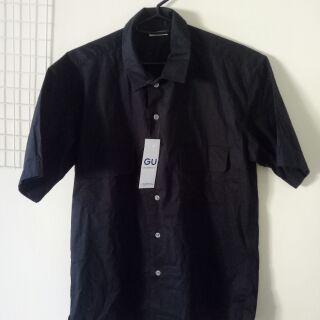 男生黑色寬版短袖襯衫