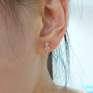 全新周大福18K/750白K金鑲天然鑽石耳環一對(香港周大福購入)