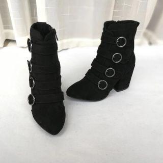 黑色超級好看短靴