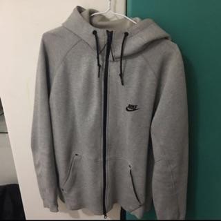 Nike tech fleece外套