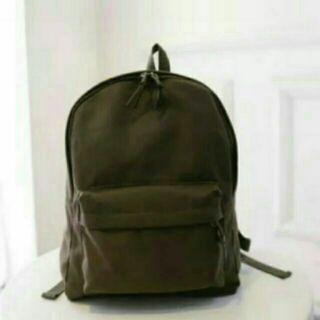 【現貨】墨綠色無印良品同款熱賣後背包 有側拉鍊 A4大小