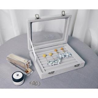 隨身攜帶 耳環款 耳針式 飾品盒 收納盒 珠寶盒  戒指盒 玻璃盒  (灰色絨毛附蓋)   活動促銷中
