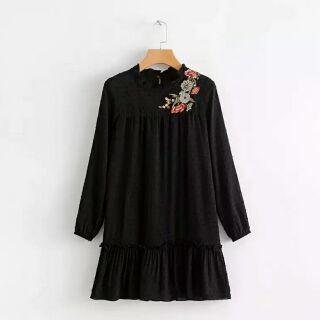 日單女裝荷葉邊立領波點植絨刺繡長袖連身裙洋裝(黑色)SBA0218