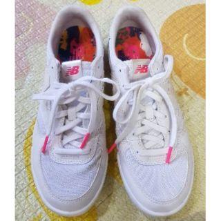 正品女New balance白色休閒鞋