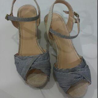 24.5公分,幾近全新GU楔形涼鞋