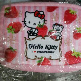 Hello Kitty 草莓季絨毛化妝包
