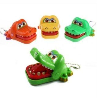 整人玩具咬手牙齒鱷魚吊飾 瘋狂鱷魚玩具 大嘴咬鱷魚玩具吊飾