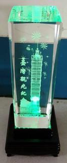 國際二手貨中心----- 展示品台灣101觀光紀念LED發光燈座擺飾品水晶內雕 TAIWAN