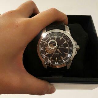 【精工 SEIKO】Premier 尊品鏤空開芯機械腕錶