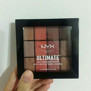 Nyx 十二色眼影盤