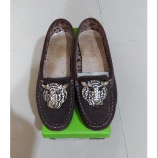 DlANA(戴安娜)麂皮造型休閒鞋(已售出)