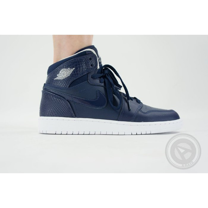 【A-KAY0】NIKE 女 AIR JORDAN 1 RETRO HIGH BG 皮革 深藍白【705300-405】