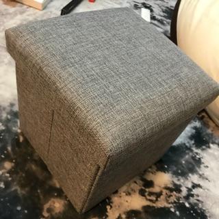 灰黑色收納折疊椅子
