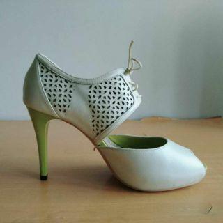 白色鏤空中細跟綁帶高跟鞋婚紗鞋