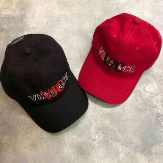 《SH°潮牌帽子區》顏值爆炸款/義大利品牌Versace凡賽斯立體電繡logo男女款老爹帽/情侶款棒球帽/帽子配件必備