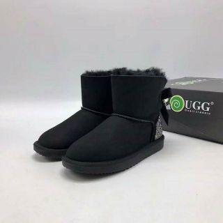 U G G後珍珠造型防水靴