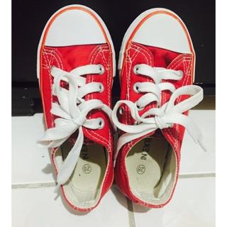 童紅色綁帶帆布鞋