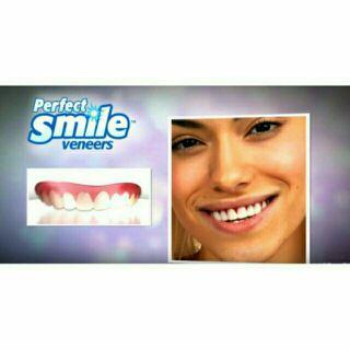 【當日出貨】擬真矽膠仿真上排假牙套微笑上排牙套塑料盒裝