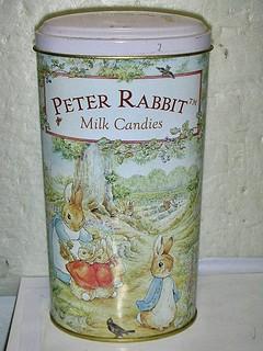 L.(企業寶寶玩偶娃娃)少見阿根廷製(Peter Rabbit)彼得兔造型置物盒原先是裝牛奶糖值得擁有!