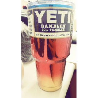 冰灞杯 保溫杯 YETI 現貨 漸層紅 只有一個 199元