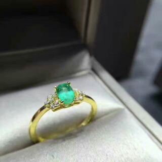 預購 純天然哥倫比亞祖母綠戒指新鮮出爐了,簡單款 。 925純銀,指圈活口!