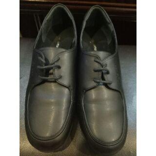 La new 女全黑學生皮鞋 25.0號