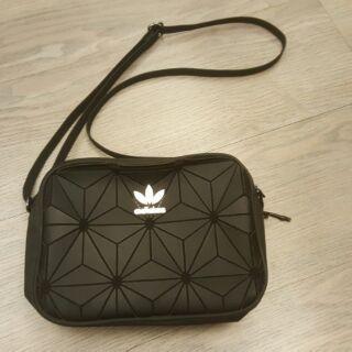 Adidas URBAN BAOBAO黑色立體斜背包