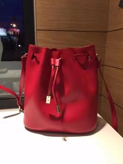 法國 Agnes b. 暢銷款平滑皮革經典紅 抽繩 束腰 水桶包