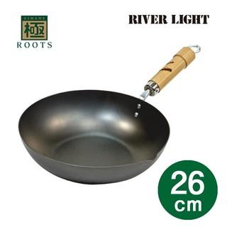 【顛峰】(現貨中免運費)日本製 極 ROOTS 26cm炒鍋鐵鍋 26公分 把手原木色