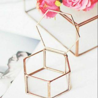 [現貨]錫邊 六角形 翻蓋飾品盒 首飾盒 玻璃 翻蓋 珠寶盒 幾何玻璃 花房 永生花 禮品 玻璃罩 銅邊玻璃