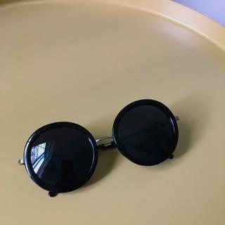 黑色圓形細邊墨鏡