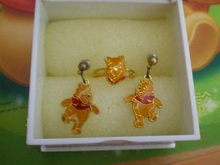日本迪士尼小熊維尼戒指WINNIE THE POOH戒指耳環~日本製 轉賣